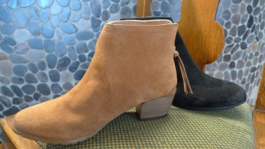 Kenneth Cole Short Boot with back zipper