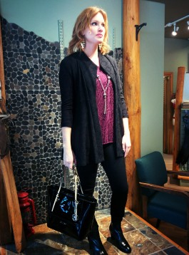 Blazer: Joseph Ribkoff, Shirt: Yest, Pants: Mavi Gold, Bag: Guess, Necklace: Beads by Gosh