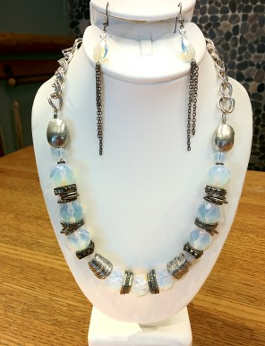 Moonstone necklace and earring set Beads by Gosh